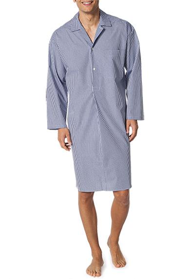 Artikel klicken und genauer betrachten! - Nachthemd aus der Serie Mario von NOVILA Ein Nachthemd in klassischem Design für höchste Ansprüche. Die komfortable Passform garantiert optimale Bewegungsfreiheit, die hochwertige Baumwoll-Popeline ist angenehm zur Haut und trägt zu einem hohen Wohlbefinden bei. So steht einem erholsamen Schlaf nichts im Weg. Schnitt/Verarbeitung: Klassisches Nachthemd in bequemer Weite. Kragen mit kurzem Revers, Knopfloch links. Knopfleiste bis Brusthöhe.   im Online Shop kaufen